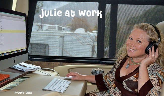 DSC_0030_Julieatworkheadset_rfw