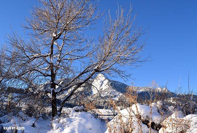 DSC_0044_boulder_snow